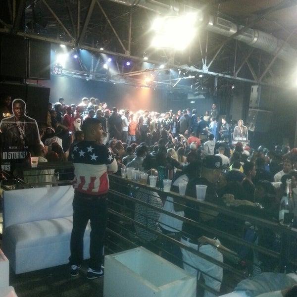 รูปภาพถ่ายที่ Warehouse Live โดย LaSonya M. เมื่อ 2/16/2013