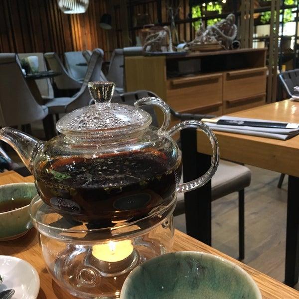 Очень уютный интерьер и отменный всегда горячий чай
