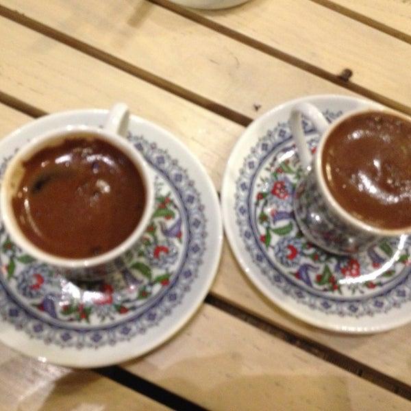 Foto tomada en Del Moon Coffee & Food & Hookah por Ceren A. el 4/29/2013