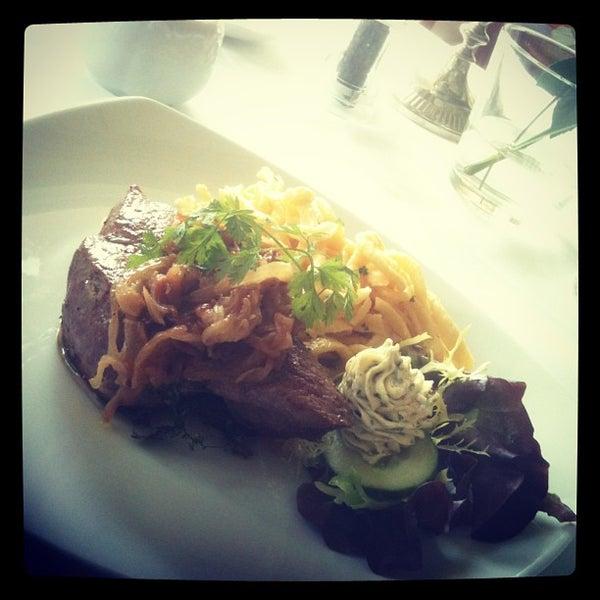 Das Foto wurde bei Greiffenegg Schlössle Restaurant von Mista V. am 5/24/2013 aufgenommen