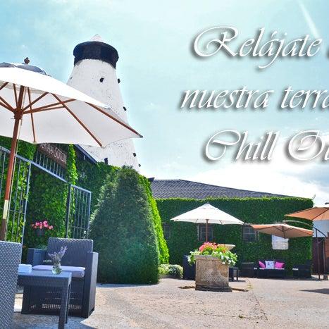 Tómate con calma el verano, después de una buena comida qué mejor que disfrutar de un helado casero o un buen gin tonic en nuestra terraza con música chill out
