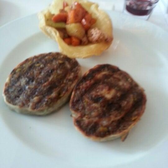 Foto diambil di Asitane Restaurant oleh engin c. pada 3/4/2013