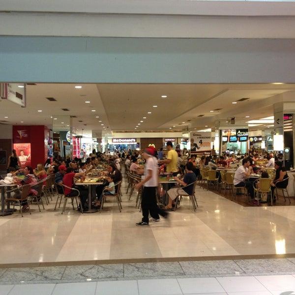 5/26/2013 tarihinde John Caiserziyaretçi tarafından Goiânia Shopping'de çekilen fotoğraf