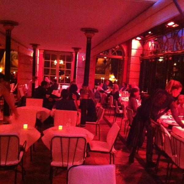 Foto diambil di Hôtel Costes oleh Роман Анатольевич Б. pada 3/15/2013