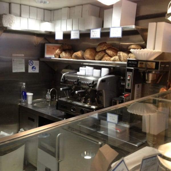 2/9/2013에 Sean F.님이 Levain Bakery에서 찍은 사진