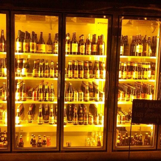 Foto scattata a Alphabet City Beer Co. da ben s. il 10/13/2012