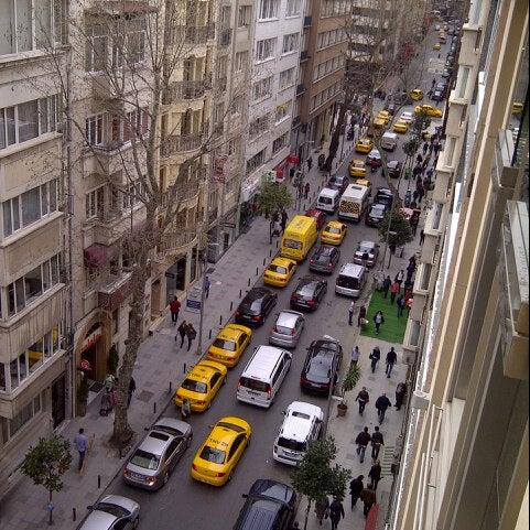 4/1/2013 tarihinde !!Mustafa N.ziyaretçi tarafından City's Mahalle'de çekilen fotoğraf