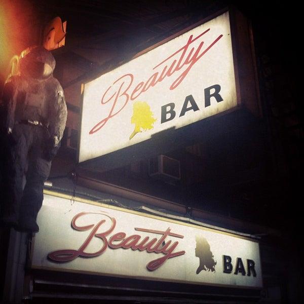 Foto scattata a Beauty Bar da Aerik V. il 10/5/2012