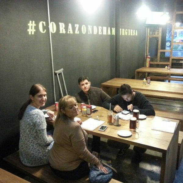 7/21/2013にCarlos M T.がSmokey's Burger Houseで撮った写真