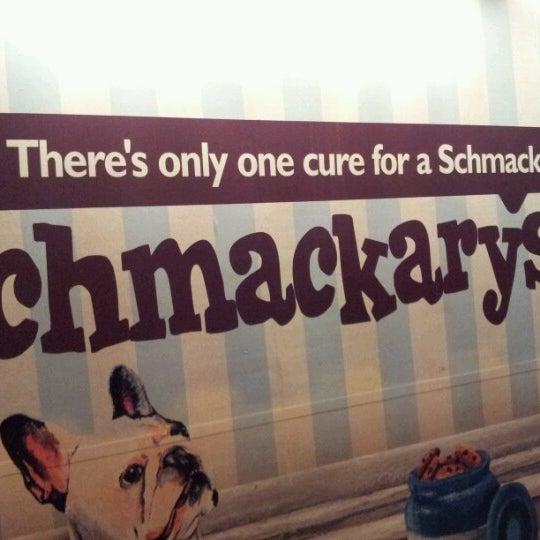 รูปภาพถ่ายที่ Schmackary's โดย Rumiko T. เมื่อ 11/16/2012
