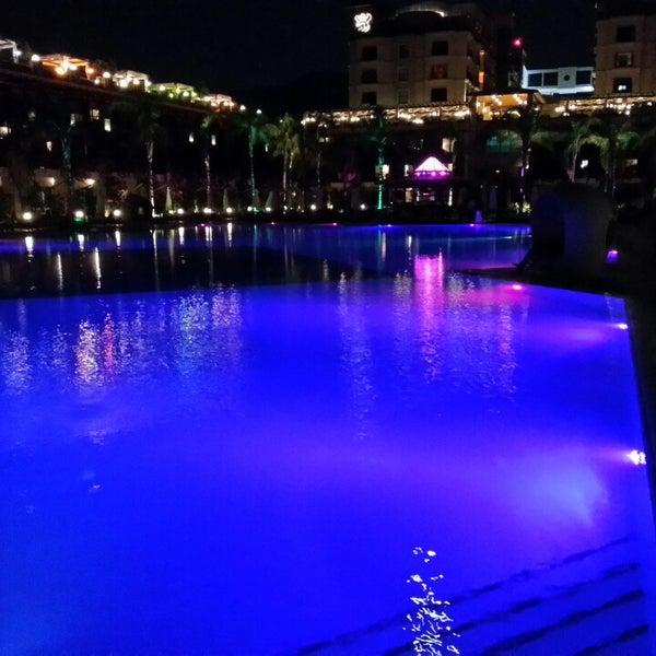 รูปภาพถ่ายที่ Cratos Premium Hotel & Casino โดย Gökhan N. เมื่อ 7/20/2013