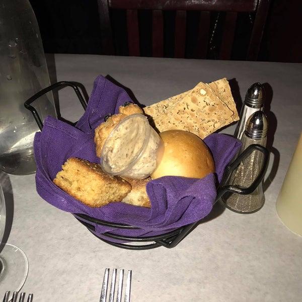 Foto scattata a Bourbon Street Restaurant and Catering da Patrick M. il 3/20/2017