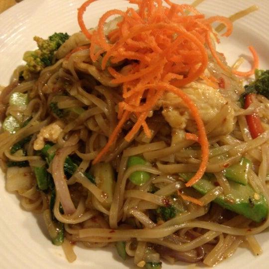Foto tirada no(a) Tuptim Thai Cuisine por Alex Y. em 1/12/2013