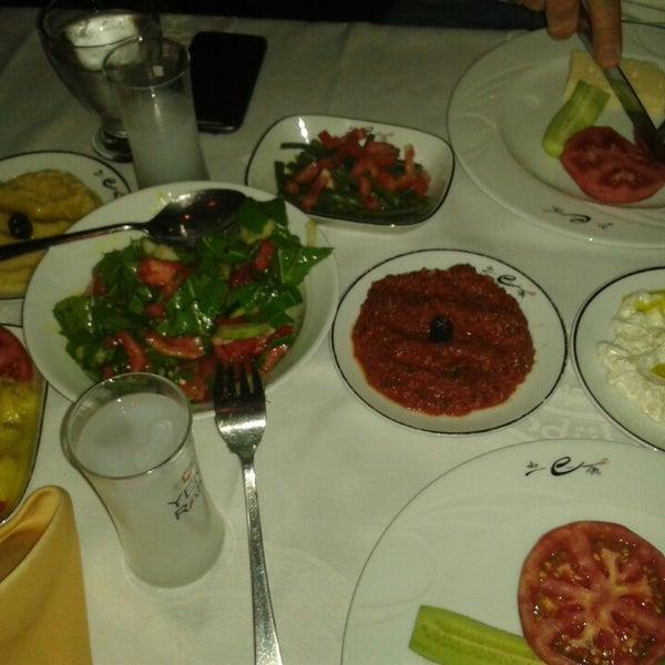 รูปภาพถ่ายที่ Endülüs Meyhanesi โดย Müjde Y. เมื่อ 6/22/2013