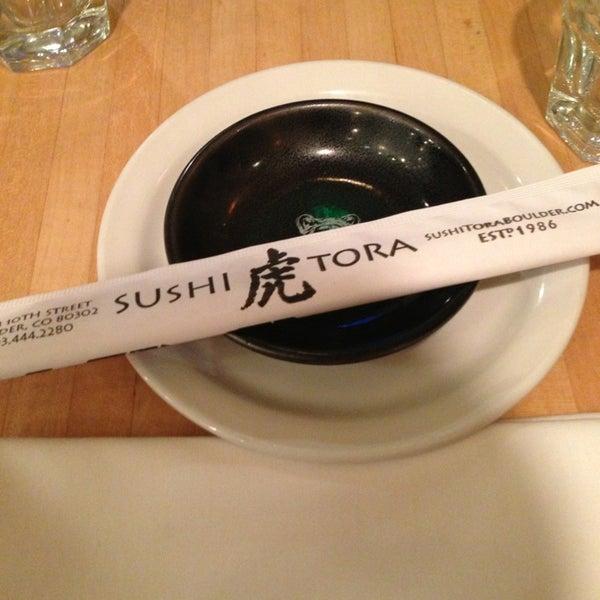 รูปภาพถ่ายที่ Sushi Tora โดย Zagrah E. เมื่อ 9/28/2013