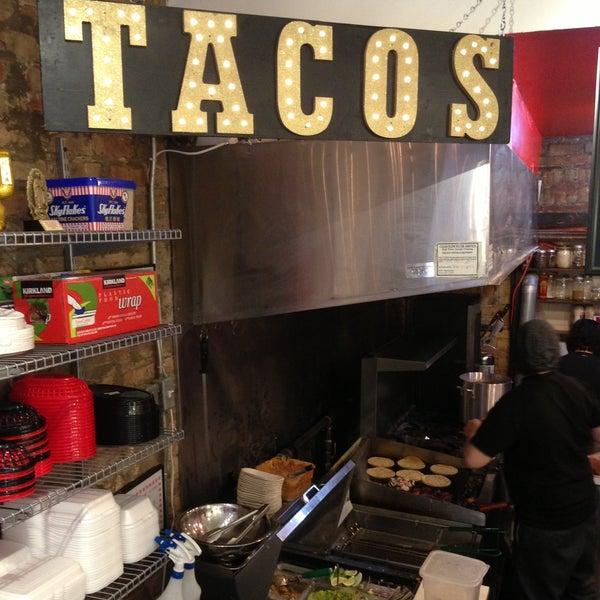 Photo prise au Seven Lives - Tacos y Mariscos par Ryan R. le4/19/2013