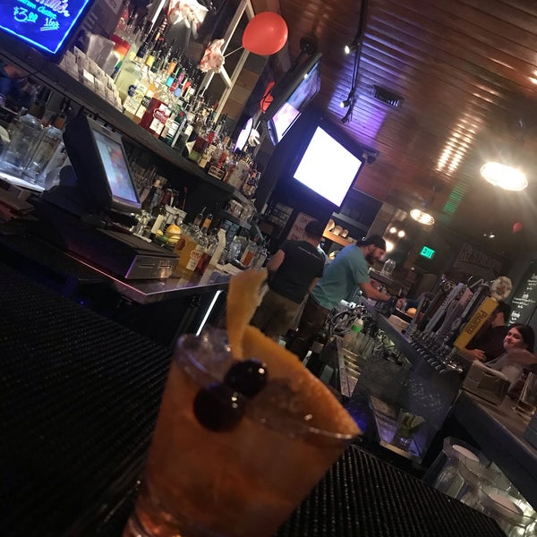 Foto tirada no(a) Redwing Bar & Grill por Tania L. em 10/20/2019