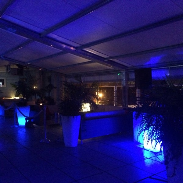 Снимок сделан в Solas Lounge & Rooftop Bar пользователем Tatiana K. 11/24/2013