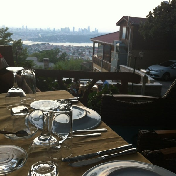 Foto scattata a Desde Cafe & Restaurant da İnstagram: elif_sertkaya il 7/26/2013