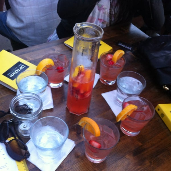 Das Foto wurde bei Uptown Tavern von Renée P. am 6/18/2013 aufgenommen