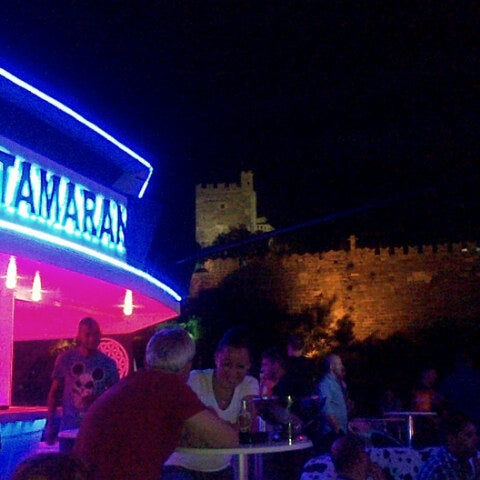 Foto scattata a Club Catamaran da Pınar Y. il 7/9/2013
