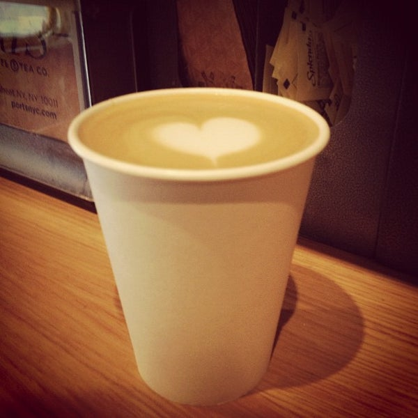 Foto tomada en Ports Coffee & Tea Co. por Paolo K. el 11/23/2012