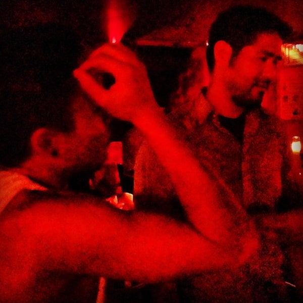 Das Foto wurde bei Nowhere Bar von Chris B. am 7/18/2013 aufgenommen