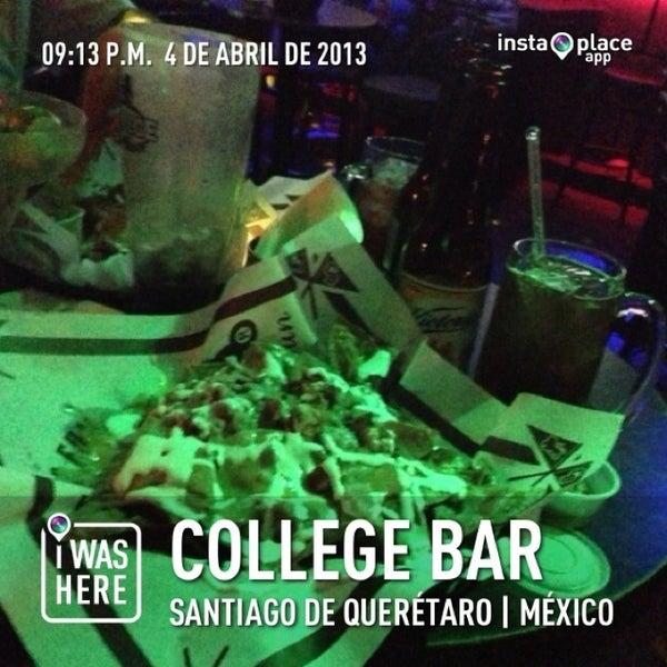 Foto diambil di College Bar oleh Jesus L. pada 4/5/2013