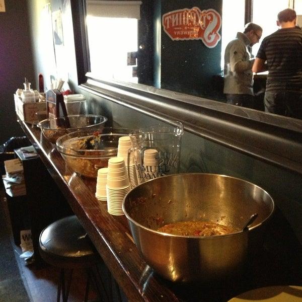 รูปภาพถ่ายที่ South 4th Bar & Cafe โดย Daniel V. เมื่อ 1/26/2013
