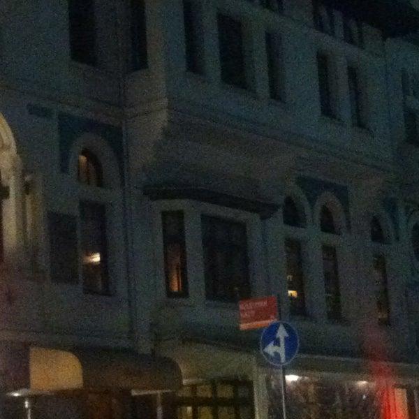 รูปภาพถ่ายที่ Zihni Bar โดย Alper K. เมื่อ 3/12/2013