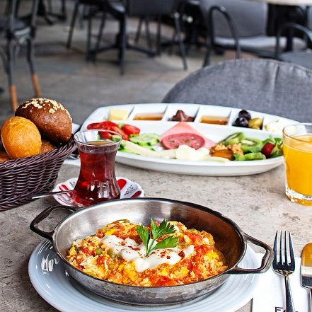 1/9/2014 tarihinde Faros Restaurantziyaretçi tarafından Faros Restaurant'de çekilen fotoğraf