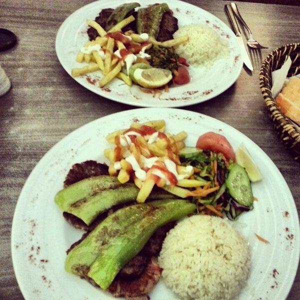 Foto tomada en Dudu Cafe Restaurant por Vldn K. el 1/21/2013