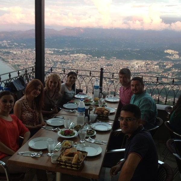 Das Foto wurde bei Tepe Restaurant von Mahmut S. am 7/23/2013 aufgenommen