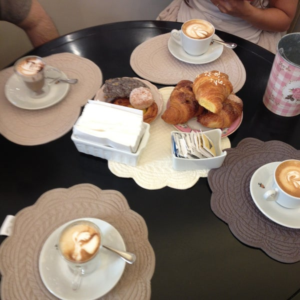 รูปภาพถ่ายที่ Antonella Dolci e Caffé โดย Sogand N. เมื่อ 5/11/2013