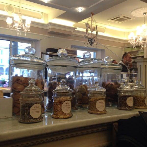 รูปภาพถ่ายที่ Antonella Dolci e Caffé โดย Sogand N. เมื่อ 11/2/2013