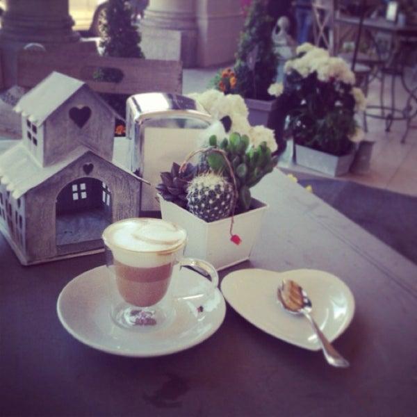 รูปภาพถ่ายที่ Antonella Dolci e Caffé โดย Sogand N. เมื่อ 5/27/2013