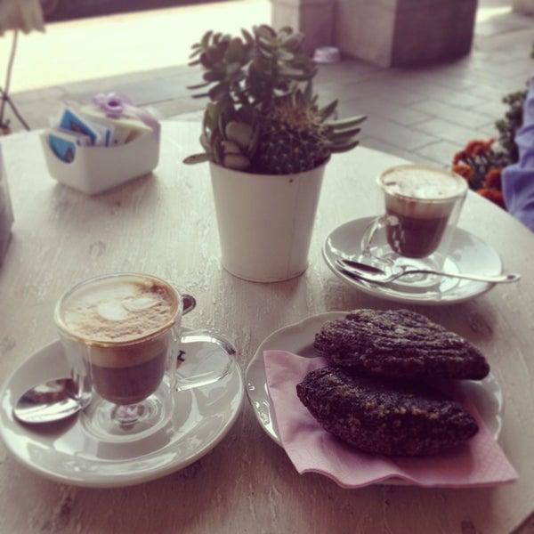 รูปภาพถ่ายที่ Antonella Dolci e Caffé โดย Sogand N. เมื่อ 6/8/2013