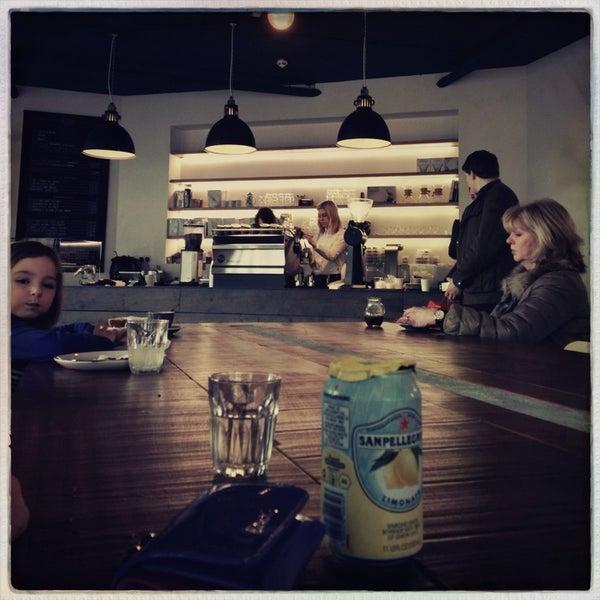 Foto tomada en Established Coffee por Gavin L. el 2/1/2014