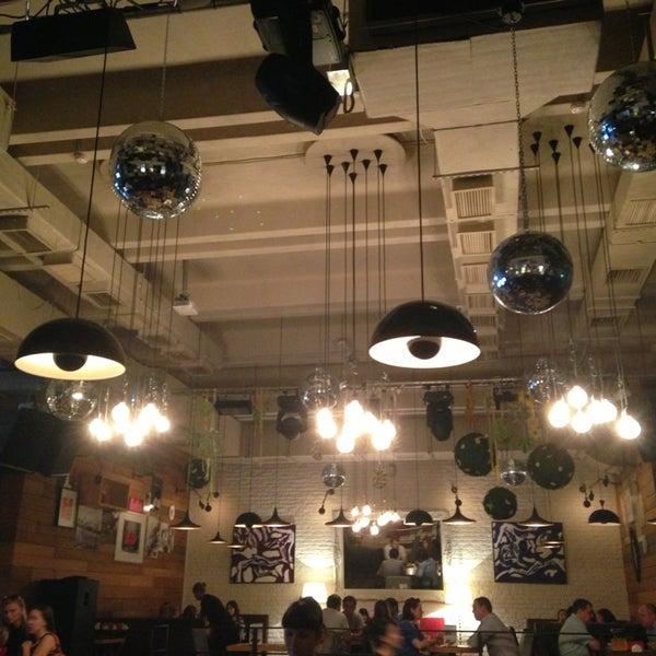 รูปภาพถ่ายที่ Moska Bar โดย Dumitru B. เมื่อ 6/6/2013