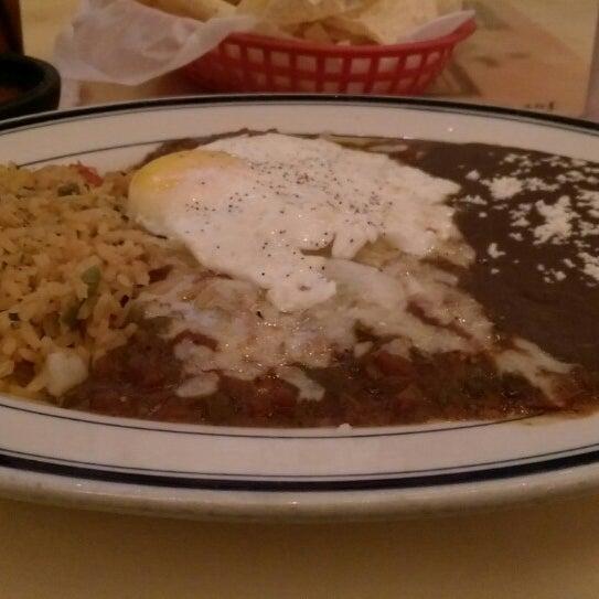 """รูปภาพถ่ายที่ El Real Tex-Mex Cafe โดย James """"Jim"""" F. เมื่อ 9/29/2014"""