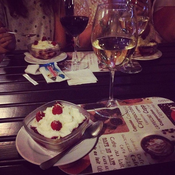 รูปภาพถ่ายที่ Café Bon Apрétit โดย Lewis H. เมื่อ 7/10/2015