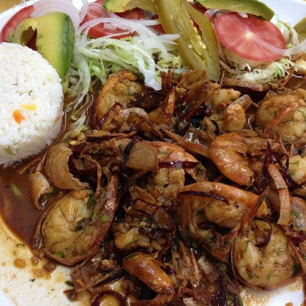 Снимок сделан в Ostionería Mazatlán пользователем Carlos A. 3/28/2013