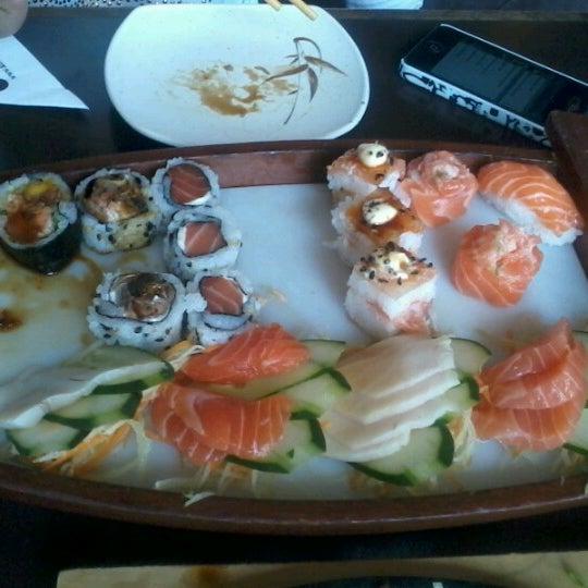 Foto tirada no(a) Kodai Sushi por Rebeca E. em 1/12/2013