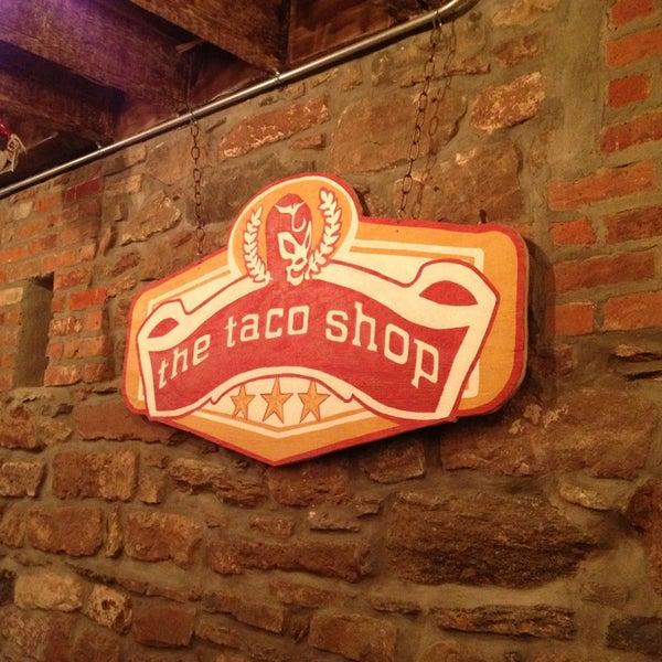 รูปภาพถ่ายที่ The Taco Shop โดย Andrea M. เมื่อ 1/19/2013