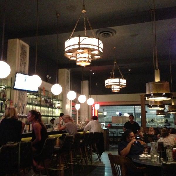 Das Foto wurde bei LT Bar & Grill von Christine G. am 7/19/2013 aufgenommen