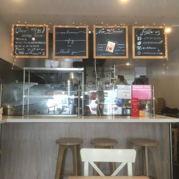 Das Foto wurde bei Chibiscus Asian Cafe & Restaurant von Mark S. am 4/25/2015 aufgenommen