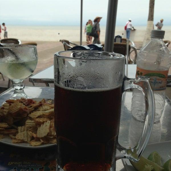 Foto diambil di Day Off Beach Bar oleh Hugo Daniel R. pada 7/6/2013