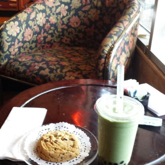 รูปภาพถ่ายที่ Tea Zone & Camellia Lounge โดย Suki L. เมื่อ 10/22/2013