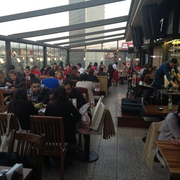 4/25/2013 tarihinde Gökhan A.ziyaretçi tarafından Flz Cafe & Restaurant'de çekilen fotoğraf