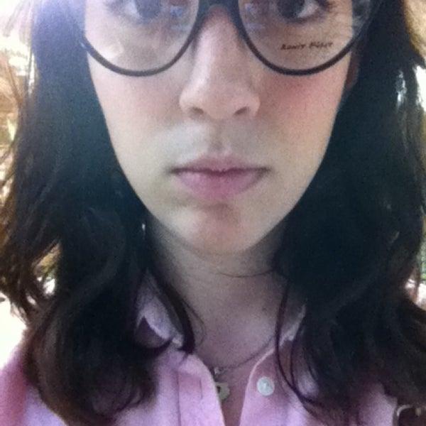 Photo prise au Smith's Opticians par Monica F. le1/25/2013